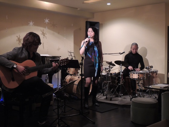 Setsuko sings with 筒井裕之&高野正明